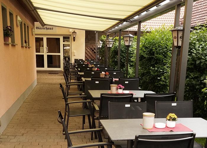 """Der Biergarten des Gasthaus """"Zur Krone"""" in Leuzenbronn"""